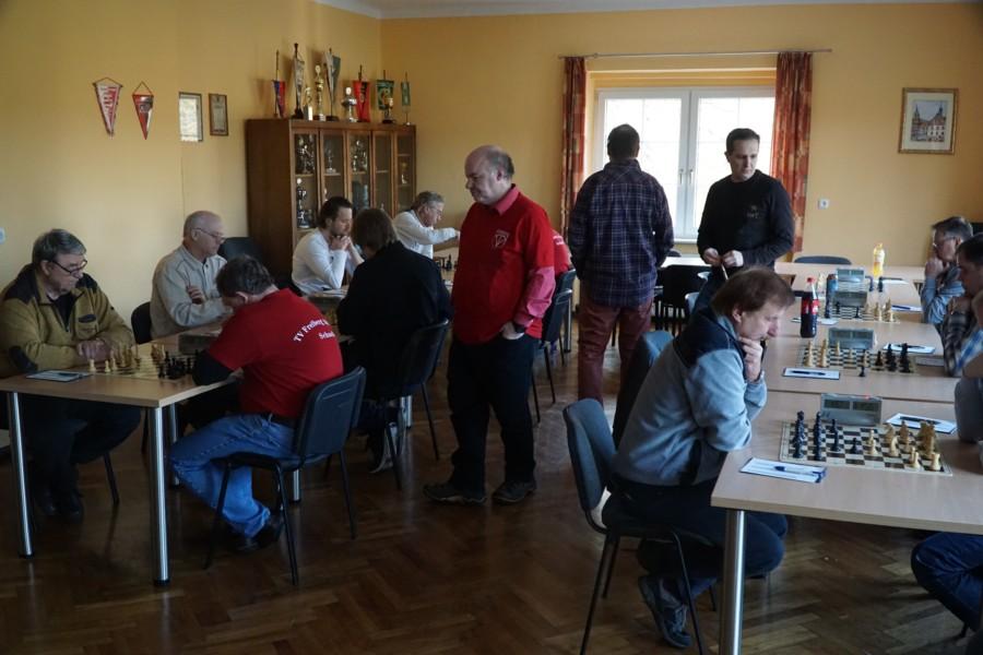 schach gegner eröffnet mit springer